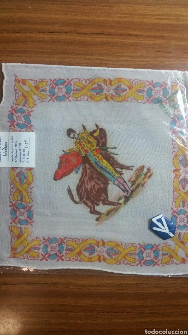Vintage: Pañuelo pintado a mano artesanía Salamanca años 40/50 motivo toros - Foto 2 - 263213860