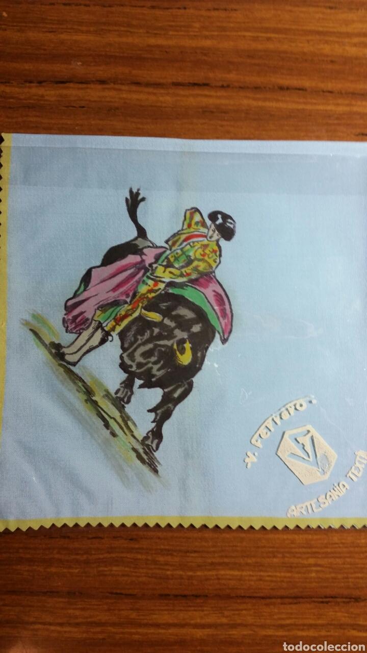 Vintage: Pañuelo pintado a mano artesanía Salamanca años 50/60 motivo toros - Foto 2 - 263213995