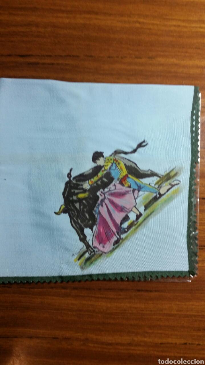 Vintage: Pañuelo pintado a mano artesanía Salamanca años 50/60 motivo toros - Foto 2 - 263213360