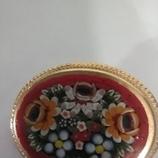 Vintage: HERMOSO BROCHE DE FLORES DE MOSAICO VITRIFICADO MULTICOLOR VINTAGE. Lote 245714315