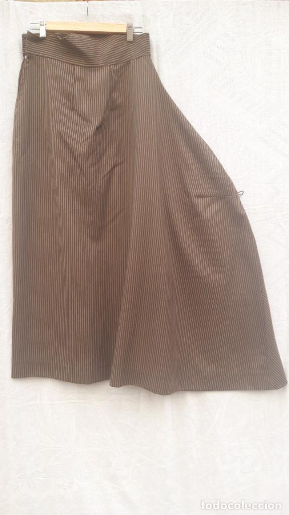 Vintage: Falda de traje folk andalud, Tomar, Sevilla, hacia 1970. - Foto 3 - 252627260