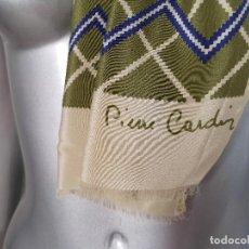 Vintage: PAÑUELO DE PURA SEDA, PIERRE CARDIN PARIS, HECHO EN ITALIA, MUY SUAVE, UNOS 150 X 32 CMS.. Lote 276299928