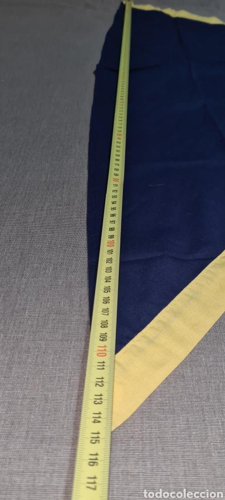 Vintage: Elegante pañuelo azul y amarillo de forma triangular. - Foto 2 - 278544173