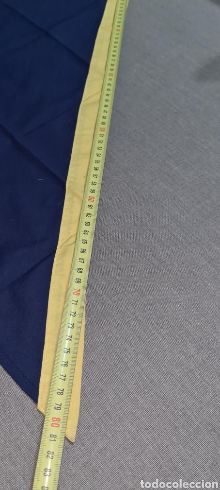Vintage: Elegante pañuelo azul y amarillo de forma triangular. - Foto 3 - 278544173