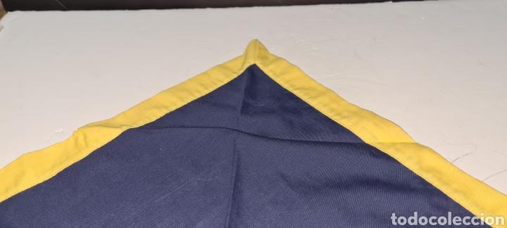 Vintage: Elegante pañuelo azul y amarillo de forma triangular. - Foto 4 - 278544173