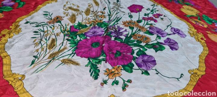 Vintage: Precioso y elegante pañuelo de seda made in Italy. Con preciosos colores y motivos florales. - Foto 2 - 278544308