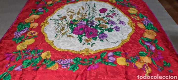 Vintage: Precioso y elegante pañuelo de seda made in Italy. Con preciosos colores y motivos florales. - Foto 3 - 278544308
