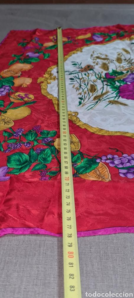 Vintage: Precioso y elegante pañuelo de seda made in Italy. Con preciosos colores y motivos florales. - Foto 4 - 278544308