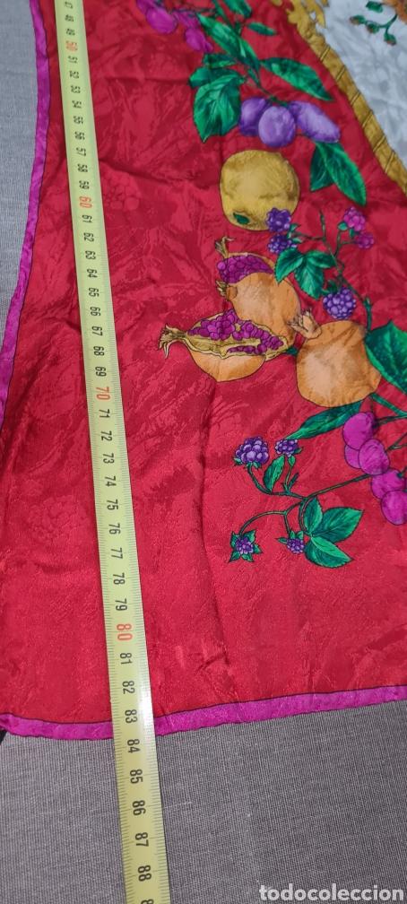 Vintage: Precioso y elegante pañuelo de seda made in Italy. Con preciosos colores y motivos florales. - Foto 5 - 278544308