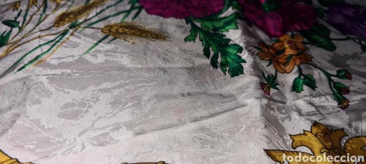 Vintage: Precioso y elegante pañuelo de seda made in Italy. Con preciosos colores y motivos florales. - Foto 8 - 278544308