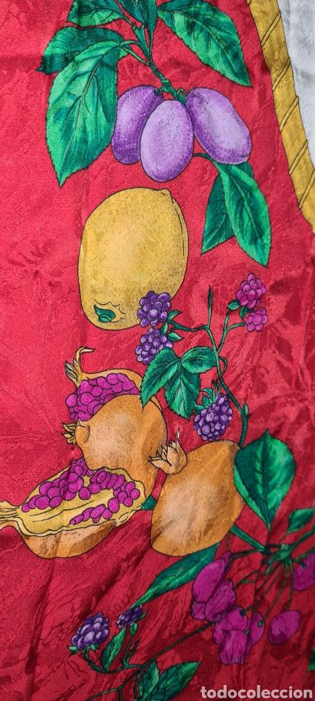 Vintage: Precioso y elegante pañuelo de seda made in Italy. Con preciosos colores y motivos florales. - Foto 9 - 278544308