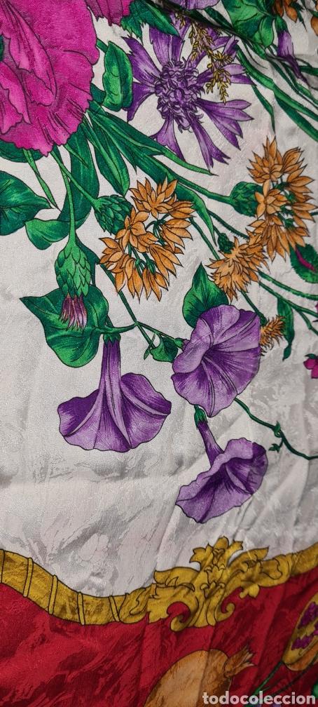 Vintage: Precioso y elegante pañuelo de seda made in Italy. Con preciosos colores y motivos florales. - Foto 10 - 278544308