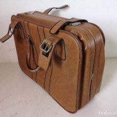 Vintage: MALETA DE VIAJE DE PIEL, VINTAGE, CON LLAVE, UNOS 62 X 45 CMS.. Lote 282186023
