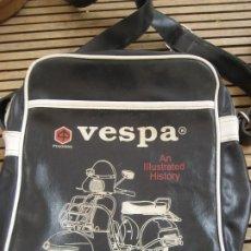 Vintage: BOLSA , BOLSO , MACUTO BANDOLERA PUBLICIDAD DE MOTO VESPA PIAGGIO . 30 / 23 CM ERIC BROCKWAY. Lote 287260268