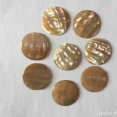 Vintage: LOTE 8 GRANDES BOTONES DE MADREPERLA . VINTAGE. Lote 287771193