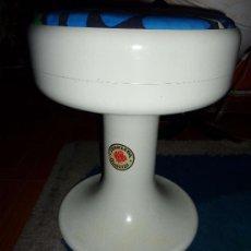 Vintage: TABURETE EN PLASTICO BLANCO ISOKLEPA DESIGN. Lote 28294157