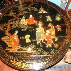 Vintage: MESA CHINA LACADA BAJA CON ESCENAS DECORATIVAS EN RELIEVE. Lote 33651799