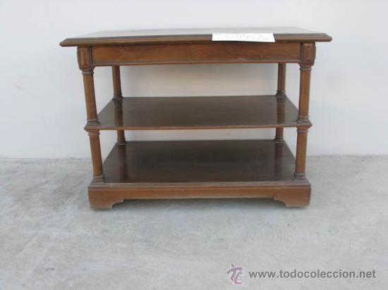 mesa auxiliar de madera con estantes y ruedas ideal para televisin vintage