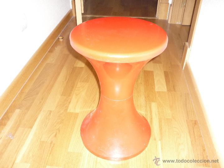 ORIGINAL VINTAGE TABURETE MESITA PLASTICO ROJO KAPLAX MADE IN SPAIN AÑOS 60 SPACE AGE POP RETRO (Vintage - Muebles)