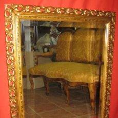 Vintage: LLAMATIVO ESPEJO DORADO CON LUNA BISELADA.. Lote 44030632