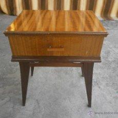 Vintage: MESITA DE NOCHE. Lote 44763826