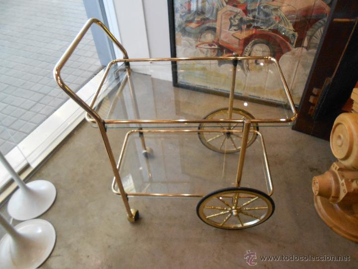 Vintage mueble camarera en metal y cristal de l comprar for Camarera mueble
