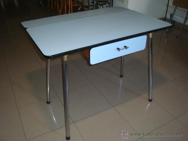 Mesa de cocina formica celeste,patas cromadas a - Verkauft durch ...