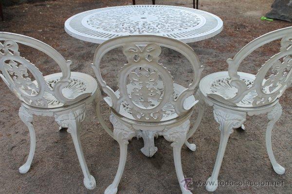 Juego de mesa y sillas de hierro color blanco comprar muebles vintage en todocoleccion for Juegos de jardin de hierro