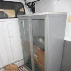 Vintage - Mueble vitrina con llave de oficina color gris - medida 130 cm. altura 80 cm. ancho y 46 cm. fondo - 51531548