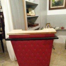 Vintage: BARRA DE BAR LICORERA Y 3 BUTACAS MUY CURIOSO. Lote 85869347
