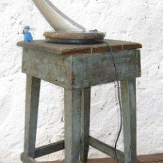 Vintage: PRECIOSO TABURETE VINTAGE MADERA ANTIGUO IDEAL DECORACION INDUSTRIAL O MESITA SOFA . Lote 55866771