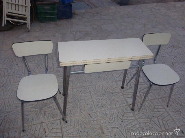Mesa de cocina plegable con dos sillas. - Verkauft durch ...