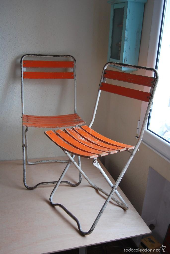 Pareja de sillas plegables de hierro y madera comprar for Precio de sillas plegables