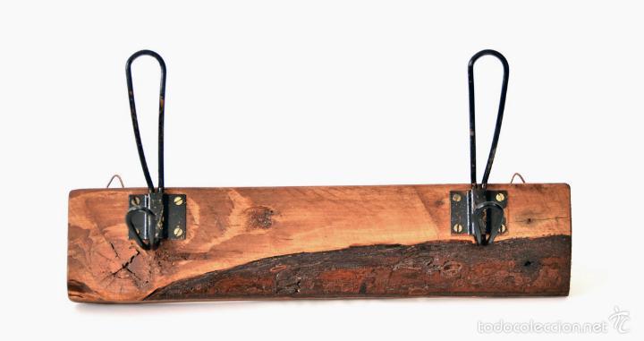 Perchero de madera con dos colgadores gancho comprar - Colgadores de pared de madera ...