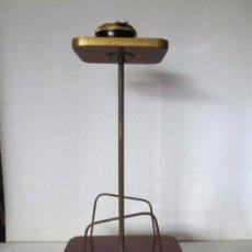 Vintage: MESITA AUXILIAR VINTAGE CON REVISTERO - FORMICA Y METAL DORADO - 60 CM. DE ALTURA APROXIMADA. Lote 57672078