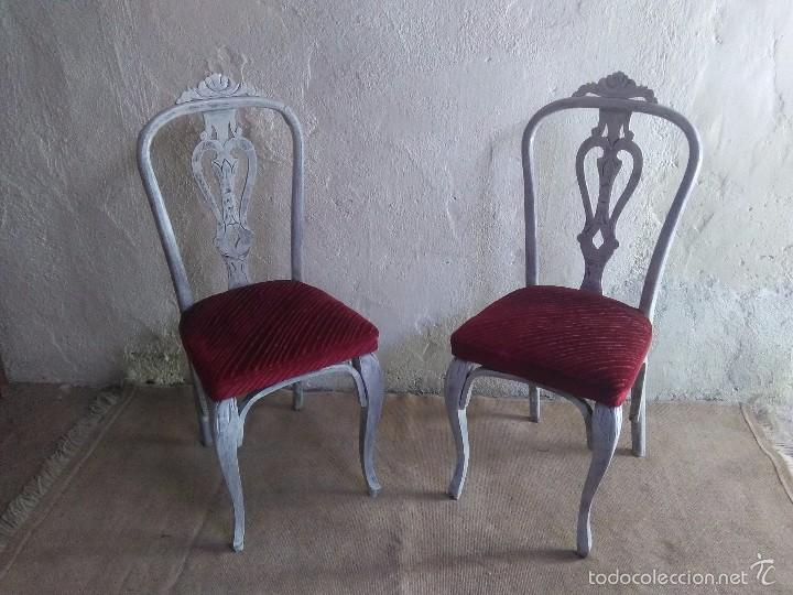 Pareja de sillas antiguas vintage en blanco ro comprar for Sillas antiguas segunda mano