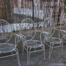 Vintage: LOTE DE CUATRO SILLAS DE HIERRO BLANCAS CON RESPALDO ESTILO COLA PAVO REAL. Lote 59826576