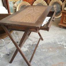 Vintage: MESA DE ESCRITORIO PLEGABLE EN MADERA Y CAÑA. CON CAJÓN.. Lote 61015798
