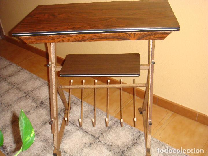 Restaurar muebles vintage ideas para convertir una antigua mquina de coser en un encantador - Pintar muebles de formica ...