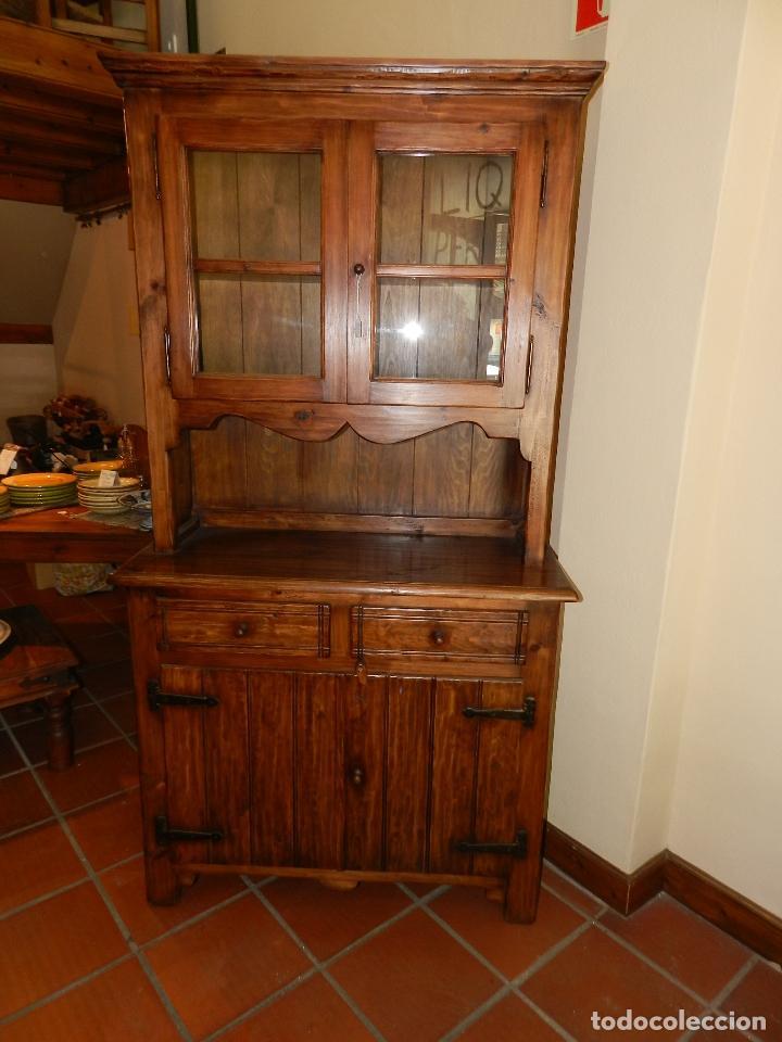 Mueble buffet vitrina en madera de pino envej comprar for Herrajes para muebles rusticos