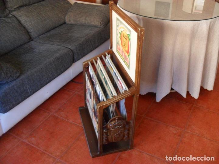 Vintage: bonito mueble para periodicos,revistas,vintage,unico en TC,publicidad años 60,muchas fotos detalles - Foto 4 - 195356863