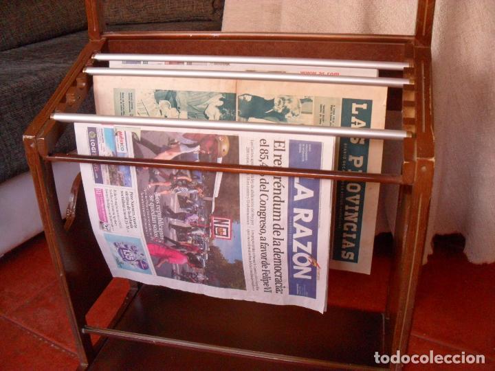 Vintage: bonito mueble para periodicos,revistas,vintage,unico en TC,publicidad años 60,muchas fotos detalles - Foto 5 - 195356863