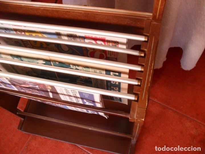 Vintage: bonito mueble para periodicos,revistas,vintage,unico en TC,publicidad años 60,muchas fotos detalles - Foto 6 - 195356863