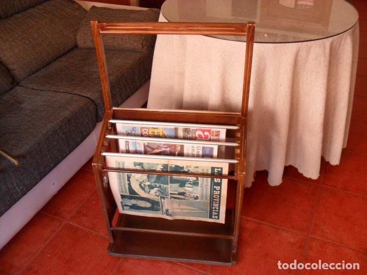 Vintage: bonito mueble para periodicos,revistas,vintage,unico en TC,publicidad años 60,muchas fotos detalles - Foto 7 - 195356863