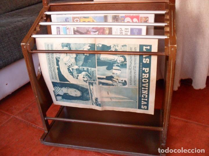 Vintage: bonito mueble para periodicos,revistas,vintage,unico en TC,publicidad años 60,muchas fotos detalles - Foto 9 - 195356863