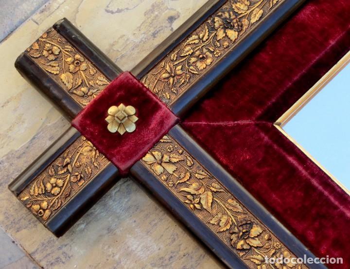 Vintage: ANTIGUO Y ORIGINAL ESPEJO DE MADERA Y TERCIOPELO - PIEZA VINTAGE - LATÓN REPUJADO - ATREZZO - Foto 4 - 72341699