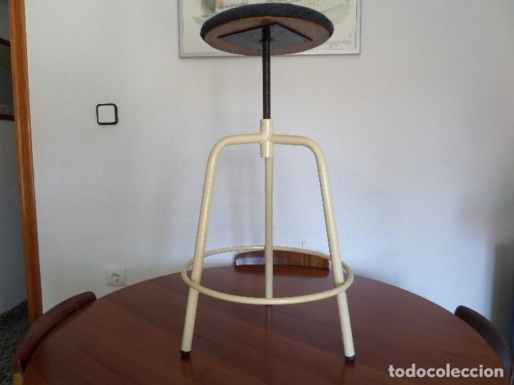 TABURETE MÉDICO-INDUSTRIAL (Vintage - Muebles)