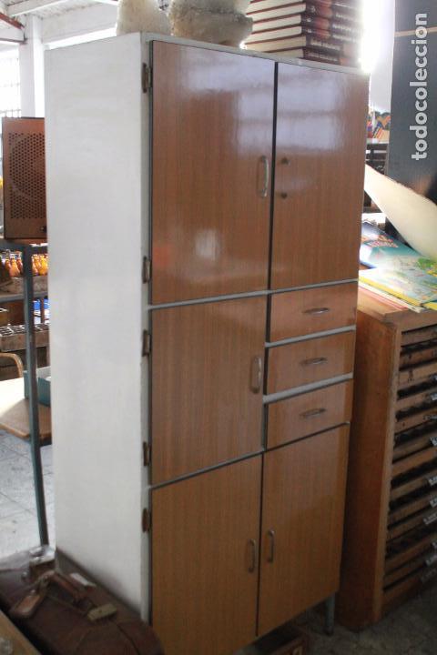 Armario de cocina vintage en blanco y madera comprar for Muebles de cocina anos 80