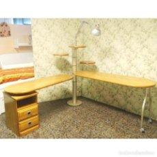 Vintage: MESA ESCRITORIO GIRATORIA CON LAMPARA. Lote 91799045