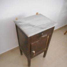 Vintage: ANTIGUA MESITA DE NOCHE EN MADERA. CON SUPERFICIE DE MÁRMOL. PARA RESTAURAR ALGUNOS DETALLES. Lote 93197495